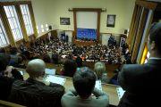 Его Святейшество Далай-лама выступает на конференции «Демократия и права человека в Азии: пустое кресло в Осло год спустя» в Карловом университете. Прага, Чехия. 11 декабря 2011. Фото: Ondrej Besperat
