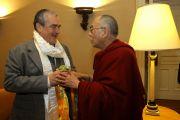 Его Святейшество Далай-лама и министр иностранных дел Чехии Карел Шварценберг. Прага, Чехия. 11 декабря 2011. Фото: Ondrej Besperat
