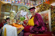 Его Святейшество Далай-лама в мантии почетного професора Тувинского государственного университета. 21 декабря 2011. Дхарамсала, Индия. Фото: Тензин Чойджор, Офис ЕСДЛ