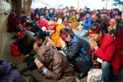 Во время посвящения Чакрасамвары в главном храме. 21 декабря 2011. Дхарамсала, Индия. Фото: Тензин Чойджор, Офис ЕСДЛ