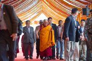 Его Святейшество Далай-лама в начале четвертого дня посвящения Калачакры. Бодхгая, Индия. 4 января 2012. Фото: Тензин Чойджор (офис ЕСДЛ)