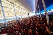 Часть из примерно 100 тысяч человек, собравшихся на первый день предварительных учений по Калачакре. Бодхгая, Индия. 4 января 2012. Фото: Тензин Чойджор (офис ЕСДЛ)