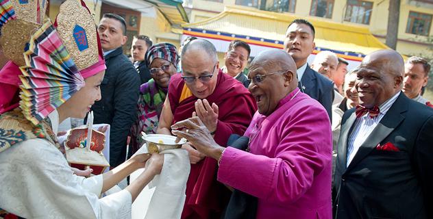 Архиепископ Десмонд Туту встретился с Далай-ламой в Дхарамсале