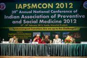 Его Святейшество Далай-лама отвечает на вопросы во время конференции Индийской ассоциации социальной и профилактической медицины. Кангра, Индия. 28 февраля 2012. Фото: Тензин Чойджор (Офис ЕСДЛ)