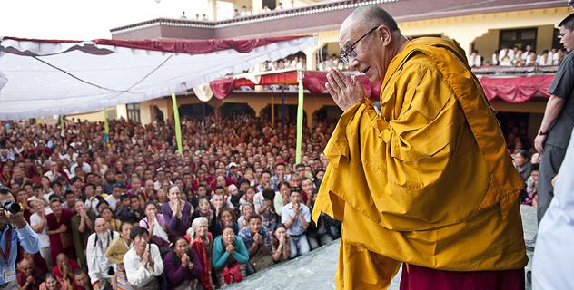 Тысячи человек собрались на учения Далай-ламы в монастыре Чиме Гастал Линг