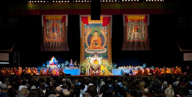 Его Святейшество Далай-лама прибыл в Лонг-Бич и провел предварительные ритуалы посвящения Ямантаки