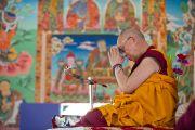 Его Святейшество Далай-лама во время молебна в монастыре Сангто Пелри в Ревалсаре (Цо Пема). Штат Химчмл-Прадеш, Индия. 2 апреля 2012. Фото: Тензин Чойджор (Офис ЕСДЛ)