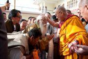 Его Святейшество Далай-лама во время посещения монастыря Пел Вагмин Зигар Оргьен Чойкорлинг в Ревалсаре (Цо Пема). Штат Химачал-Прадеш, Индия. 3 апреля 2012 г. Фото: Тензин Чойджор (Офис ЕСДЛ)