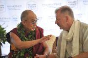 Его Святейшество Далай-лама и мэр Гонолулу Питер Карлайл во время встречи с журналистами. О-в Оаху, Гавайи. 16 апреля 2012 г. Фото: Jhook/Civil Beat