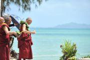 Его Святейшество Далай-лама во время прогулки в парке Куалоа. О-в Оаху, Гавайи. 16 апреля 2012 г. Фото: Eyes of the Island Photography