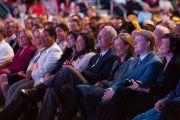 На лекцию Его Святейшества Далай-ламы в Государственном университете Сан-Диего собрались не менее 13 тысяч человек. Сан-Диего, штат Калифорния. 19 апреля 2012 г. Фото: Тим Мантоани