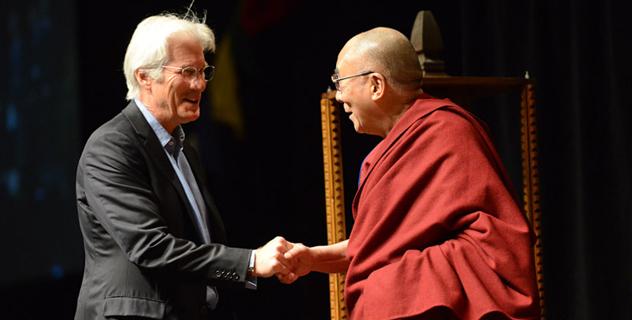 Его Святейшество Далай-лама говорит о строительстве позитивного мира
