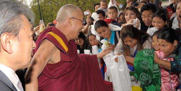 Далай-лама прибыл в Лондон