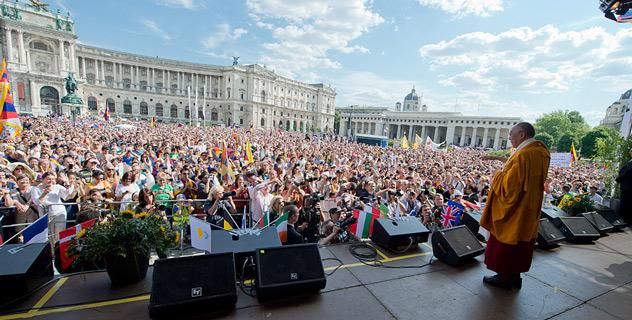 В субботу Далай-лама встретился с канцлером Австрии и выступил на митинге в поддержку Тибета