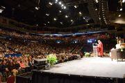 """Его Святейшество Далай-лама во время лекции """"Этика для всего мира"""". Оттава, Канада. 28 апреля 2012 г. Фото: Fred Cattroll"""