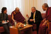 Встреча Его Святейшества Далай-ламы с мэром Марибора Франком Канглером. Марибор, Словения. 16 мая 2012 г. Фото: Тенизн Такла (Офис ЕСДЛ)