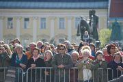 Жители города на площади перед ратушей слушают Его Святейшество Далай-ламу. Клагенфурт, Австрия. 18 мая 2012 г. Фото: Тензин Чойджор (Офис ЕСДЛ)