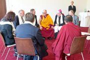 Его Святейшество Далай-лама встречается с представителями религиозных общин. Клагенфурт, Австрия. 18 мая 2012 г. Фото: Тензин Чойджор (Офис ЕСДЛ)