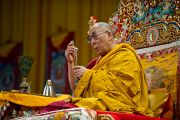Его Святейшество Далай-лама во время посвящение Будды Медицины. Клагенфурт, Австрия. 19 мая 2012 г. Фото: Тензин Чойджор (Офис ЕСДЛ)
