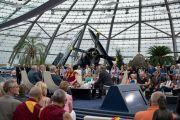 Его Святейшество Далай-лама дает интервью Хайнцу Нуссбаумеру для программы телеканала Servus-TV. Зальцбург, Австрия. 20 мая 2012 г. Фото: Тензин Чойджор (Офис ЕСДЛ)