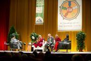 """Его Святейшество Далай-лама выступает на встрече """"Мир и всеобщая ответственность"""". Зальцбург, Австрия. 21 мая 2012 г. Фото: Тензин Чойджор (Офис ЕСДЛ)"""