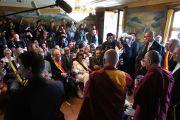 Его Святейшество Далай-лама общается с журналистами в институте Йонтен Линг. Юи, Бельгия. 24 мая 2012 г. Фото: Тенизн Такла (Офис ЕСДЛ)