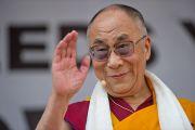 Его Святейшество Далай-лама приветствует участников митинга солидарности с Тибетом. Вена, Австрия. 26 мая 2012 г. Фото: Тензин Чойджор (Офис ЕСДЛ)