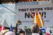 Его Святейшество Далай-лама обращается к участникам европейского митинга солидарности с Тибетом. Вена, Австрия. 26 мая 2012 г. Фото: Тензин Чойджор (Офис ЕСДЛ)