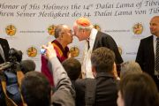Его Святейшество Далай-лама и кардинал Шеборн на встрече с журналистами. Вена, Австрия. 27 мая 2012 г. Фото: Тензин Чойджор (Офис ЕСДЛ)