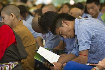 Далай-лама призвал тибетских школьников становиться профессионалами