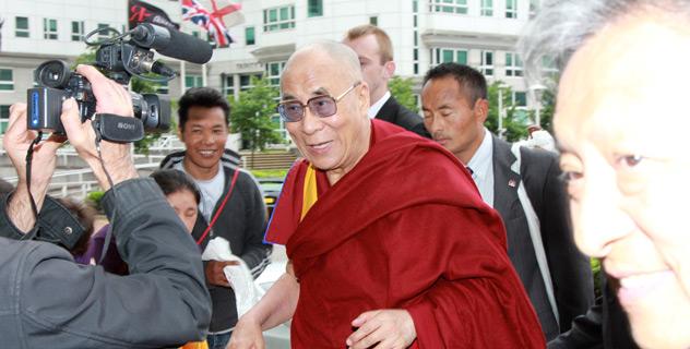 Далай-лама проведет 10 дней в Великобритании