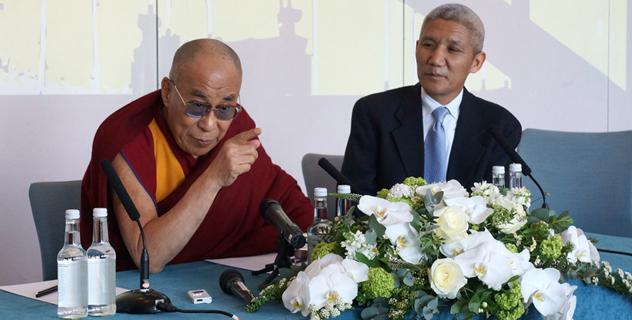 Далай-лама обратился с вдохновляющей речью к бизнесменам и школьникам в Северной Англии