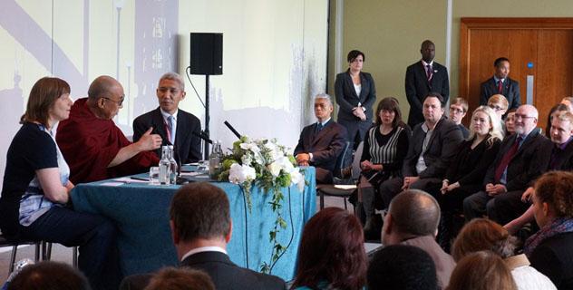Далай-лама выступил в Манчестере перед участниками молодежного форума