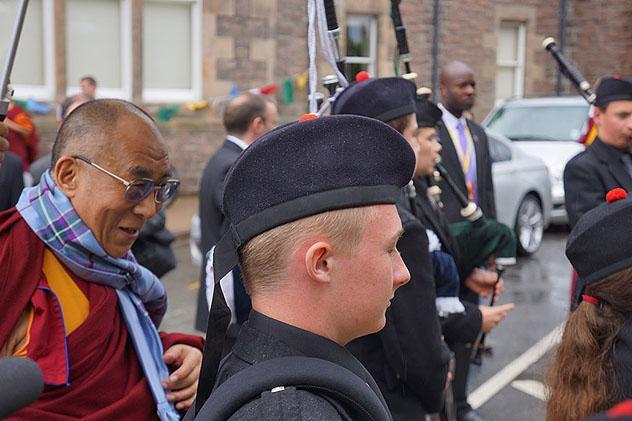 Город Инвернесс оказал теплый прием Его Святейшеству Далай-ламе