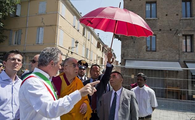 Его Святейшество Далай-лама утешил пострадавших в Мирандоле и поддержал начинания в Матере