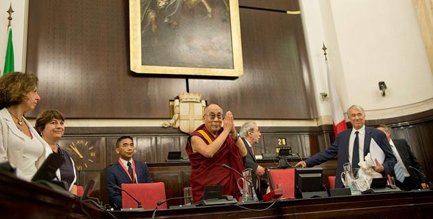 Далай-лама переехал из Матеры в Милан
