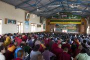 Зал Декьи Церинг Тибетской детской деревни, где желающие также могли смотреть трансляцию учений Его Святейшества Далай-ламы для тибетской молодежи. Дхарамсала, Индия. 3 июня 2012 г. Фото: Тензин Чойджор (Офис ЕСДЛ)
