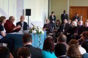 Его Святейшество Далай-лама на встрече с лидерами молодежных организаций. Манчестер, Великобритания. 16 июня 2012 г. Фото: Джереми Рассел (Офис ЕСДЛ)