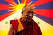 """Его Святейшество Далай-лама читает лекцию """"Настоящее изменение происходит в сердце"""" в Альберт-холле. Лондон, Великобритания. 19 июня 2012 г. Фото: Ян Камминг"""