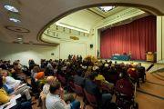"""Его Святейшество Далай-лама читает лекцию """"Демократические ценности и Тибет"""" в Вестминстерском университете в Лондоне. Великобритания. 19 июня 2012 г. Фото: Ян Камминг"""