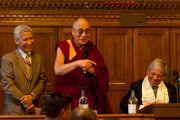 Его Святейшество Далай-лама и спикер палаты общин Джон Беркоу во время встречи, организованной Коалиционной парламентской группой по вопросам продовольствия и безопасности в парламенте, 20 июня 2012 г. Фото: Ян Камминг