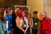 Его Святейшество Далай-лама беседует с сотрудниками парламента Великобритании в Лондоне, Англия, 20 июня 2012 г. Фото: Ян Камминг