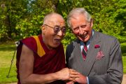 Его Святейшество Далай-лама с британским принцем Чарльзом в Кларенс-Хаузе в Лондоне, Англия, 20 июня 2012 г. Фото: Ян Камминг