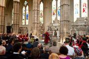 Его Святейшество Далай-лама обращается к собранию, в том числе к представителям различных религиозных групп во время службы и созерцательной практики в Вестминстерском аббатстве в Лондоне, Англия, 20 июня 2012 г. Фото: Ян Камминг