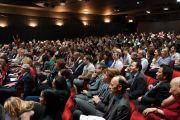 Слушатели во время выступления Его Святейшества Далай-ламы на тему «Противостояние нетерпимости: этическая и глобальная проблема» в Лондонской школе экономики 20 июня 2012 г. Фото: Ян Камминг