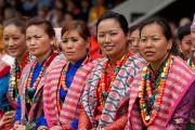 Тибетские женщины в национальных одеждах на лекции Его Святейшества Далай-ламы в Альдершоте, Великобритания. 21 июня 2012 г. Фото: Ian Cumming