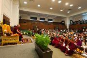 Его Святейшество Далай-лама на встрече с тибетцами, живущими в Англии. Лондон, Великобритания. 21 июня 2012 г. Фото: Ian Cumming