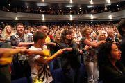 Его Святейшество выступает в театре Эден Корт в Инвернесс, Шотландия, 23 июня 2012 г. Фото: Джереми Рассел (Офис ЕСДЛ)[thumb=