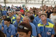 Спасатели слушают выступление Его Святейшества Далай-ламы в лагере для пострадавших от землетрясения в Мирандоле, Италия. 24 июня 2012 г. Фото: Тензин Чойджор (Офис ЕСДЛ)