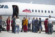 Его Святейшество Далай-лама прибывает в Мирандолу, Италия, городок, пострадавший от землетрясения. 24 июня 2012 г. Фото: Тензин Чойджор (Офис ЕСДЛ)